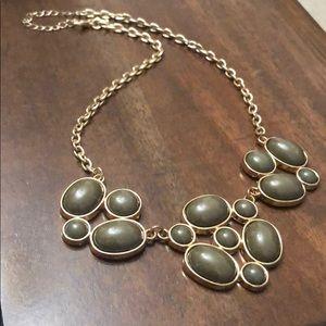 Classic necklace piece